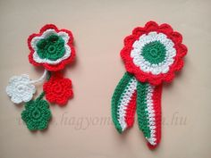 Horgolt kokárda Crochet Earrings, Applique, Projects To Try, March, Amigurumi, Accessories, India, Crochet Granny, Mac