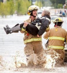 Funny pictures about Ridiculously Photogenic Firefighter. Oh, and cool pics about Ridiculously Photogenic Firefighter. Also, Ridiculously Photogenic Firefighter. Funny Shit, The Funny, Funny Stuff, Freaking Hilarious, Awesome Stuff, Funny Things, Random Stuff, We Are The World, In This World