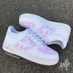 White Nike Air Force one with Pink Dior fabric stitched on the toe and swoosh box. Dr Shoes, Hype Shoes, Me Too Shoes, Shoes Men, Pink Nike Shoes, Nike Custom Shoes, Customised Shoes, Black Shoes, Vans Custom