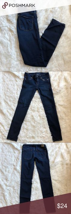 American Eagle Super Stretch Skinny Jeans American Eagle Super Stretch Skinny Jeans In size 6 regular. Darker blue wash. 5 pocket. Zipper and button closure. Lightly worn! American Eagle Outfitters Jeans Skinny