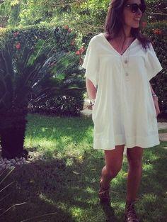 Raquel Machado usa sandália Luiza Barcelos