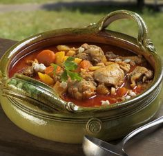Bánáti csirkegulyás akár bográcsban is! Soup Recipes, Cooking Recipes, Just Eat It, Hungarian Recipes, Stew, Grilling, Curry, Food And Drink, Favorite Recipes