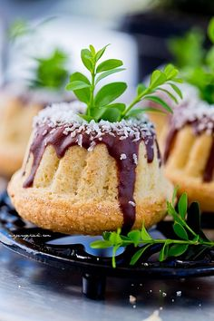 Mini babeczki Bounty Easter Recipes, Healthy Salads, Donuts, Sweet Tooth, Cheesecake, Cooking Recipes, Pudding, Sweets, Cookies