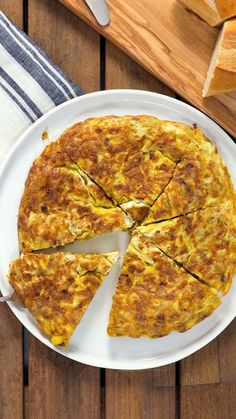 A recipe video for Spanish Omelette (Tortilla Española) with potatoes, onions, and eggs, by Paul Berglund. Breakfast Casserole With Bread, Oatmeal Breakfast Bars, Breakfast Pizza, Spanish Dishes, Spanish Cuisine, Spanish Omelette, Tortilla Pizza, Breakfast Smoothie Recipes, How To Cook Potatoes