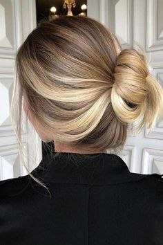 Fresh Hair Colors for Spring: Blended Balayage - Make Up & Hair - Hair Color Hair Color Highlights, Hair Color Balayage, Ombre Hair, Auburn Highlights, Balayage Ombre, Brunette Ombre, Dark Blonde Hair With Highlights, Natural Blonde Highlights, Brunette Hair Colour