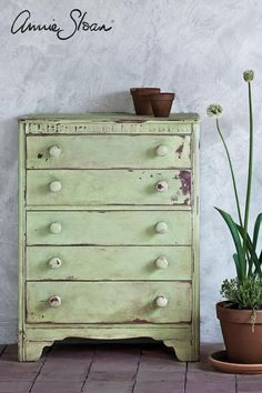 Meet Lem Lem Chalk Paint®, by Annie Sloan! It is our NEW favorite color. It is also the perfect color for this time of year! Lem Lem is a soft, warm green, inspired by fields of alliums that Annie … Green Painted Furniture, Annie Sloan Painted Furniture, Chalk Paint Furniture, Annie Sloan Chalk Paint, Distressed Furniture, Refurbished Furniture, Rustic Furniture, Furniture Makeover, Furniture Decor