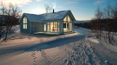 Moderne ferdighytte til fjellet - Isrose | Hellvik Hus Cozy Cabin, Home Fashion, Hygge, Tiny House, Shed, Exterior, Outdoor Structures, House Styles, Houses