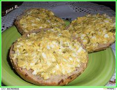 Vajíčko si uvaříme natvrdo. Mezitím si do misky nastrouháme okurku, kolečko tvarůžek a smícháme s hořčicí. Nakonec přistrouháme uvařené,... Muffin, Dairy, Appetizers, Pie, Cheese, Breakfast, Desserts, Food, Pinkie Pie