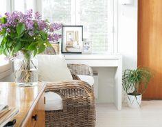 Kesä tuoksuu sisälläkin - sireenit kukassa #interiordetails #flowers #interiordecoration  www.tohkeissaan.fi
