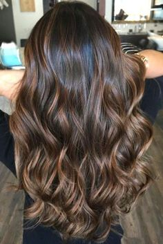 Highlighted hair is really glamorous whether it is ombre, sombre, or balayage. We have collected ideas of brunette hair with highlights.