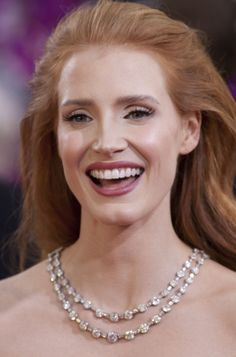 Wedding makeup for fair skin redheads jessica chastain for 2019 Jessica Chastain, Red Hair Makeup, Pale Skin Makeup, Red Hair Pale Skin, Bridal Makeup, Wedding Makeup, Roux Auburn, Lipstick For Fair Skin, Matte Lipstick