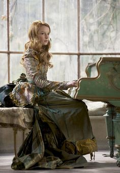 "Dakota Blue Richards as ""Maria Merryweather"" in ""The Secret of Moonacre"", 2008 ムーンプリンセス 秘密の館とまぼろしの白馬"