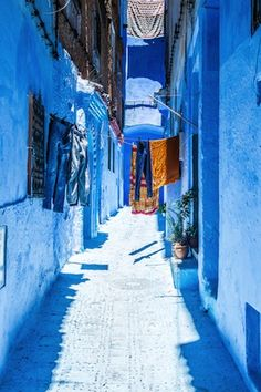どこまでも青い街、モロッコ「シャウエン」 Beautiful World, Beautiful Places, Morocco Chefchaouen, Travel Around The World, Around The Worlds, Mekka, Marrakech, Blue City, Life Is A Journey