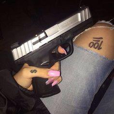 nails and guns E Quad, Trap Queen, Gangster Girl, Wattpad, Thug Life, Girl Gang, Tumblr Girls, Swagg, Baddies