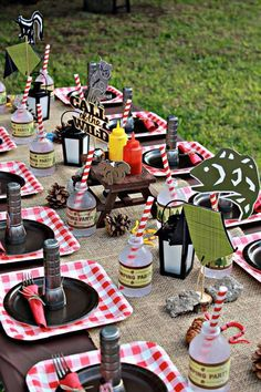 A camping themed birthday party lends itself to so many fun outdoor-inspired designs, so we've rounded up 23 awesome camping party ideas for you to check out. There are a ton of clever camping ideas! Backyard Camping Parties, Camping Party Decorations, Camping Party Favors, Camping Themed Party, Backyard Birthday, Outdoor Parties, Table Decorations, 10th Birthday Parties, Birthday Ideas