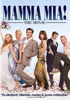 Mamma mia ! - Donna habite une île grecque au charme paradisiaque. Pour célébrer le mariage de sa fille Sophie, qu'elle a élevée seule, Donna a invité ses deux meilleures amies. De son côté, Sophie a invité, en secret, les trois hommes qui ont brièvement partagé la vie de Donna 20 ans plus tôt. Parmi eux se trouve le père inconnu qu'elle espère bien voir à son bras le jour du mariage.