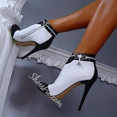 Cute And Cool High Heel Shoes You'd Love To Wear Classy and Elegant Black and White High Heeled BootiesClassy and Elegant Black and White High Heeled Booties Hot Shoes, Crazy Shoes, Me Too Shoes, Women's Shoes, Patent Shoes, Black And White High Heels, Black White, White Tuxedo, Talons Sexy