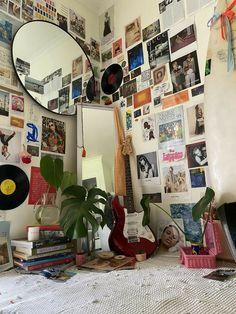 Indie Room Decor, Cute Room Decor, Aesthetic Room Decor, Aesthetic Painting, Bohemian Decor, Retro Room, Vintage Room, Bedroom Vintage, Vintage Diy