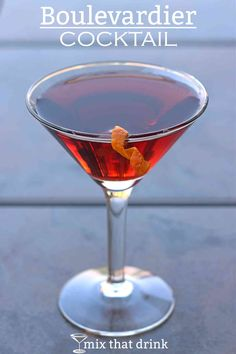 The Boulevardier drink recipe is a lot like the Negroni, except for one important detail. It uses whiskey instead of gin, and the flavor difference is surprising, even with the other ingredients being the same. Whiskey Cocktails, Easy Cocktails, Classic Cocktails, Craft Cocktails, Summer Cocktails, Bourbon Drinks, Martini Recipes, Cocktail Recipes, Drink Recipes