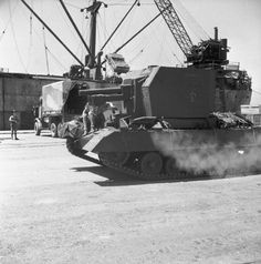 BRITISH ARMY NORTH AFRICA 1942 (E 14169)   Bishop 25-pdr self-propelled gun of 8th Armoured Division at Port Tewfik, Egypt, 10 July 1942.