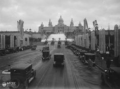 L'Avinguda Amèrica, actual Avinguda Maria Cristina, al fons el Palau Nacional i les fonts de Montjuïc al recinte de l'Exposició Universal de Barcelona, 1929. Autor: Frederic Flos i Gibernau (AFCEC_FLOS_X_0863)