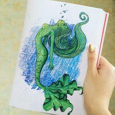 Помните я рисовала русалочку?)) А теперь я её раскрасила! #рисунок #девушка #русалка #русалочка #чернаяручка #набросок #скетчбук #скетч #sketch #scetchbook #drawing #draw #art #rusałka #вода #океан #пузырьки #плывет #дисней #мультик #персонаж #зеленый #рисую #зеленая #хвост #волосы #пышныйхвост #контур #жабры #маркеры