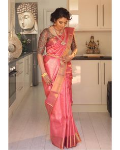 Improve How You Look With These Great Fashion Tips Indian Bridal Outfits, Indian Bridal Fashion, Indian Designer Outfits, Silk Saree Blouse Designs, Bridal Blouse Designs, Wedding Saree Collection, Bridal Silk Saree, Saree Trends, Stylish Sarees