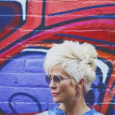 My Hair Story – Chic Over 50 My hair story… it has a life of… - Weißes Haar Chic Short Hair, Short Grey Hair, Short Hair Cuts, Short Shaggy Haircuts, Chic Over 50, Platinum Hair, Haircut And Color, Great Hair, Hair Dos