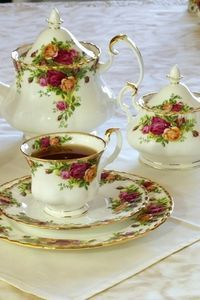 How to Set a Table for English Tea / http://www.ehow.com/how_7777188_set-table-english-tea.html