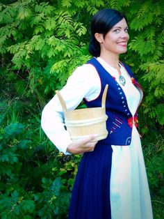 Folk Costume, Costumes, Traditional Clothes, Snow White, Saree, Disney Princess, Beauty, Collection, Design