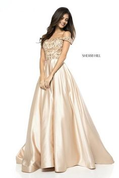 62d4799973f 12 Best Prom dresses images in 2019