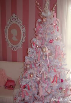 use fabric scraps to decorate girls christmas tree,,,,, I don't even care about the tree but I love the room!!