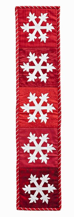 Free pattern day: Snowmen and snowflakes. Try this in blues using Accuquilt snowflake die and machine embroidery.