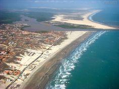 Luís Correia é um município do estado do Piauí. É um dos quatro municípios litorâneos do Piauí e o com as praias mais movimentadas durante as férias por turistas.É o município piauiense com maior extensão de litoral, cerca de 46 km, e onde a maioria dos teresinenses passa férias ou para onde vai para relaxar.