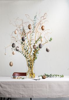 Easter Table Decorations, Glass Vase, Home And Garden, Diy Crafts, Seasons, Spring, Flowers, Christmas, Inspiration