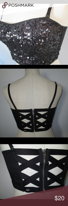 🆕PINK bra top 🆕 to closet not nwt 👗Original owner - noticeable wear will be displayed in (but not limited to) their own pictures.  🛒Reasonable offers will be considered 💔Offers less than $7 or 50% will be declined  🛍Take advantage of bundle offers 🚫No trades or transactions outside PM🚫  🐶 Pet friendly/smoke free home 🚭 🎉Happy poshing! 🎉 PINK Victoria's Secret Tops Crop Tops