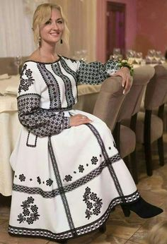 Iranian Women Fashion, Russian Fashion, Modest Dresses, Casual Dresses, Fashion Dresses, Ukrainian Dress, Ethno Style, Folk Fashion, Embroidery Dress