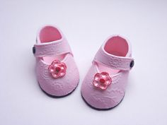 Stacey's Sweet Shop - Truly Custom Cakery, LLC: Perfectly Pink & Precious Baby Shoes...with tutorial