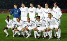 Real Madrid team group at the 2002 Intercontinental Cup Final. Real Madrid History, Real Madrid Team, Real Madrid Cristiano Ronaldo, European Soccer, Best Football Players, Zinedine Zidane, Education Humor, Chelsea Fc, Tottenham Hotspur