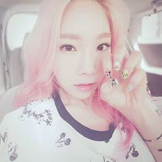 [Taengstagram] taeyeon_ss : 🐭🎧 컬투쇼가는 쥐성애자 #컬투쇼 #mickeymouse #selfnail #lapcos