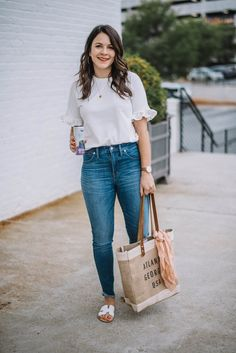 5 Tips To Make Errands Less Stressful & More Efficient - My Style Vita Source by mystylevita outfit Sandals Outfit Summer, Casual Summer Outfits, Blue Jeans Outfit Summer, Summer Clothes, Pink Sweater Outfit, Outfit Jeans, Red Wide Leg Pants, Errands Outfit, Latest Fashion Dresses