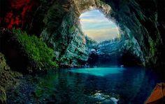 दूनिया में बहुत सी जगहें हैं जिन्हें देखकर आप यकीन नहीं कर पाएंगे. हम कुछ ऐसी ही भूमिगत झीलों के बारे में बता रहे हैं,