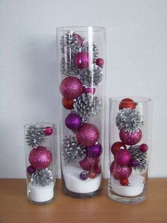 I used red balls and gold pine cones for Christmas. I used red balls and gold pine cones for Christmas. I used red balls and gold pine cones for Christmas. Christmas Vases, Easy Christmas Decorations, Christmas Centerpieces, Simple Christmas, All Things Christmas, Christmas Home, Christmas Wreaths, Centerpiece Ideas, Wedding Centerpieces
