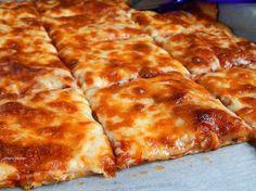 Σούπερ νόστιμη πίτσα Μαργαρίτα με εύκολη και γρήγορη ζύμη made in Pepi's kitchen! Cookbook Recipes, Pizza Recipes, Cooking Recipes, Healthy Recipes, Lowest Carb Bread Recipe, Low Carb Bread, Pizza Margarita, Pizza Party, Greek Recipes