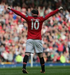 Rooney celebrates goal against Crystal Palace.