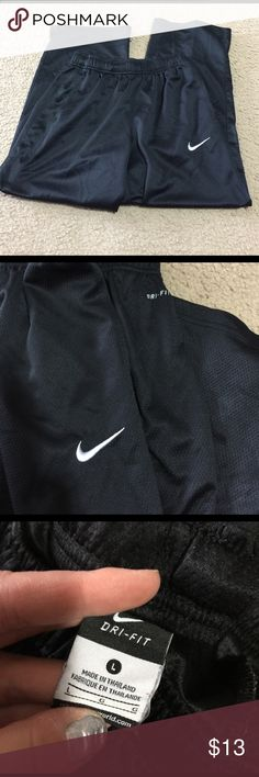 Dri Fit Nike Capris Used a few times preloved ... good condition Nike Pants Track Pants & Joggers