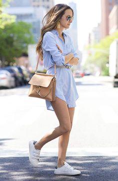 Look Vestido Chemise Azul Com Tênis Branco