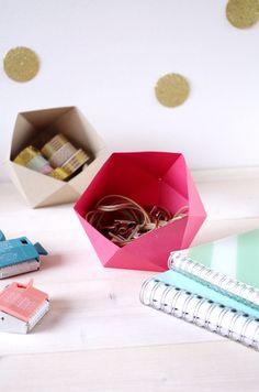 Avec ce DIY vous répondrez à la question : comment réaliser des vide-poches en origami !