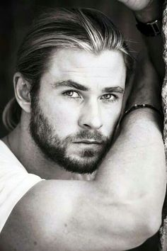 Chris Hemsworth <3 The Hemsworth brothers are too sexy. Description from pinterest.com. I searched for this on bing.com/images