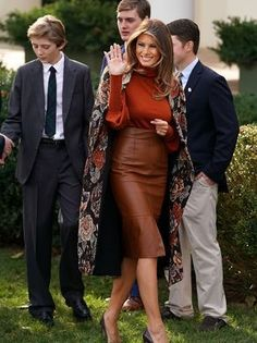 Melania Trump Photos Photos - President Trump and First Lady Melania Hold National Thanksgiving Turkey Pardoning Ceremony - Zimbio Trump Melania, Donald Und Melania Trump, First Lady Melania Trump, Donald Trump, Look Fashion, Autumn Fashion, Fashion Outfits, Womens Fashion, Dress Fashion